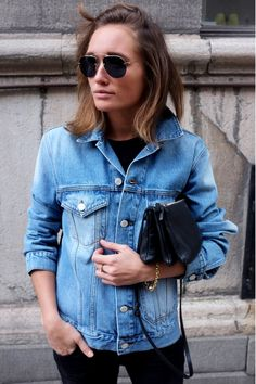 Button up that jean jacket.#streetstyle #chic #fashion #style