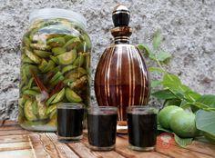 FotoRecept | Orechový likér Beverages, Drinks, Celery, Pickles, Asparagus, Cucumber, Vodka, Smoothies, Cocktails