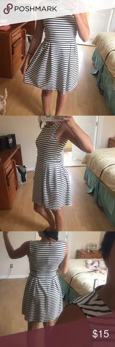 Forever 21 dress Soft striped dress. Zipper down back. Never worn before Forever 21 Dresses