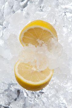 Hoy, el acompañamiento perfecto para estas fiestas!  Ingredientes (para unas 8 flautas de cava) 500ml de helado de limón (no sorbete de limón) 500ml de cava 100ml de nata …