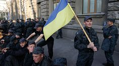 100s of Ukraine soldiers protest in front of presidential administration