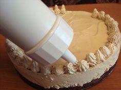 Tort cu crema de iaurt si ness - CAIETUL CU RETETE Deserts, Cake, Food, Kuchen, Essen, Postres, Meals, Dessert, Torte