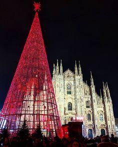 É Natale a Milano!   #Milano #Milan #Natale #Noel #Christmas #Winter #Italia #Italie #Italy #City #InstaMilano #VisitMilan #Duomo Visit Milan, Milan Italy, Cathedral, Building, Winter, Christmas, Photos, Travel, Instagram