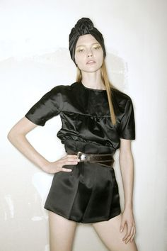 Sasha Pivovarova backstage at Prada S/S 2007 Heather Chandler, Sasha Pivovarova, Prada Spring, Runway Makeup, Miuccia Prada, All Black Everything, Dressed To Kill, Playsuit, Looks Great