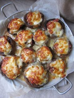 Cooking from here and from ISCA: Italian stuffed mushrooms - Elicia Tregent Super Dieta, Appetizer Salads, Cooking Recipes, Healthy Recipes, Love Eat, Food Is Fuel, Vegetable Dishes, Boursin, Food Inspiration