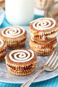 With cinnamon sugar swirls mixed into mini cheesecakes, these Mini Cinnamon Roll Cheesecakes are a super fun recipe! Enjoy them for breakfast or dessert! Mini Desserts, Just Desserts, Delicious Desserts, Dessert Recipes, Dessert Food, Breakfast Recipes, Cinnamon Roll Cheesecake, Mini Cheesecake Recipes, Cheesecake Cupcakes