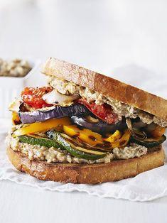 Sandwich mit gegrilltem Gemüse und Walnuss-Aioli