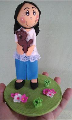 """Topo de bolo """" Menina com gatinho""""."""