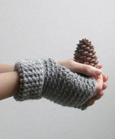 Driving gloves in grey minimalistic fingerless