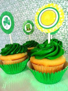 St. Patrick's Day Shamrock Topper Cupcakes, St. Patrick's Day dessert,  St. Patrick's Day Party Ideas  #st  #patrick #food #dessert #decor #ideas www.loveitsomuch.com