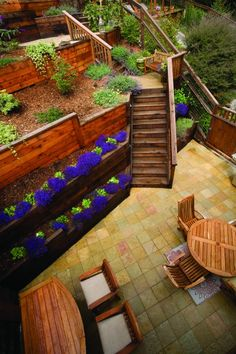 landscaping idea - although, I think Wayne would kill me. landscaping idea - although, I think Way Landscaping On A Hill, Small Backyard Landscaping, Backyard Designs, Backyard Ideas, Garden Ideas, Retaining Wall Design, Retaining Walls, Front Yard Flowers, Exterior Solutions