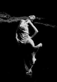 """Tanztheater Wuppertal, """"Wiesenland"""", ein Stück von Pina Bausch, 2000, photo: Maarten Vanden Abeele"""