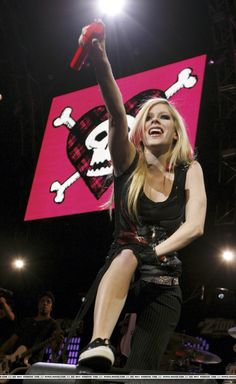 Avril Lavigne Style, The Best Damn Thing, Black Star, My Idol, Style Me, Sexy Women, Female, Concert, Smoking