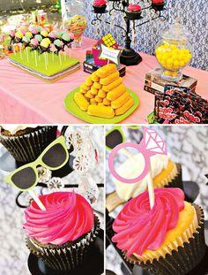 Una mesa de postres para una fiesta años 80 / An 80's-inspired sweet table for a bachelorette party