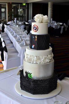 Back of Superhero/Avengers wedding cake. Prefer if black would be maroon instead. Comic Wedding, Geek Wedding, Wedding Goals, Wedding Pics, Our Wedding, Wedding Cakes, Dream Wedding, Wedding Stuff, Superhero Wedding Cake