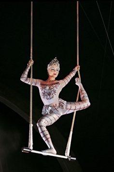Equilibrio en el trapecio.Photo of Cirque du Soleil for fans of Cirque du Soleil.