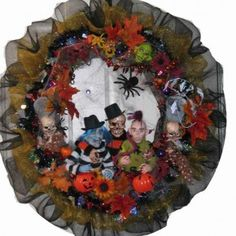 Scary Halloween amigos wreath from getitcut.com
