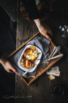 Utensils and accessories can really help bring food photography to life - simple cutlery, linens . Rustic Food Photography, Lifestyle Photography, Food Flatlay, Us Foods, Food Design, Brunch Recipes, Food Pictures, Food Styling, Food Inspiration
