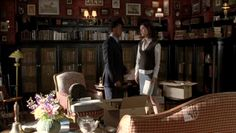 distantheartbeats: The library in The Dragonfly Inn in Gilmore Girls is one of my favourite TV libraries. I know it's small, but it's so cosy and beautiful. ________ Very true. I'd love to have an inn like The Dragonfly. Gilmore Girls Set, Lorelai Gilmore, Exterior Design, Interior And Exterior, Dragonfly Inn, Upholstered Furniture, Decoration, My Dream Home, Game Room