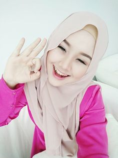 Gadis Cantik Ni Cakap Akan Sepak Terajang Suaminya Jika…. Beautiful Hijab, Young And Beautiful, Beautiful Women, Muslim Girls, Muslim Women, Hijab Fashion, Girl Fashion, Womens Fashion, Hijab Collection