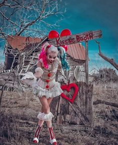 Want a kiss from PennyQuinn? Happy Valentine's Day My Lovely Puddins Cosplayer: Joker Und Harley Quinn, Harley Quinn Drawing, Scary Halloween Costumes, Halloween Cosplay, Halloween Outfits, Arley Queen, Harey Quinn, Margot Robbie Harley, Halloween Stuff