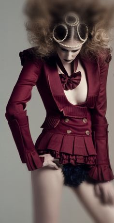 ElleChante: Victorian Inspired Fashion: Accessorize with Goggles and a Garter Steampunk Weapon...whalla!