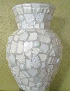 Mosaic Vase by JanetsMosaics Mosaic Planters, Mosaic Vase, Mosaic Flower Pots, Pebble Mosaic, Mosaic Diy, Mosaic Garden, Mosaic Crafts, Mosaic Projects, Mosaic Tiles