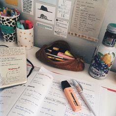 Marketing Notes Word Handschriftliche Apuntes de Marketing hechos a mano Studie Motiva . College Motivation, Study Motivation, Science Notes, Stabilo Boss, Study Organization, Study Space, Study Desk, School Notes, Study Hard