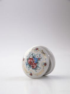 This is a romantic vintage ceramic trinket jewelry box. The picture do not do it justice. Lovely colors : cadet blue,red flowers with gold ornaments. Gold Ornaments, Jewelry Box, Unique Jewelry, Vintage Ceramic, Red Flowers, Snow Globes, Romantic, Ceramics, Handmade Gifts