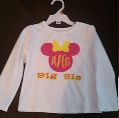 Big Sister/ Little Sister Personalized Minnie Mouse long sleeve T-shirt by BHiggsCreations on Etsy Big Sister Little Sister, Little Sisters, Disney Gender Reveal, Vinyl Monogram, First Names, Graphic Sweatshirt, T Shirt, Personalized Gifts, Minnie Mouse