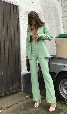 How to wear a Light Green Suit Chill Outfits, Mode Outfits, Classy Outfits, Trendy Outfits, Vintage Outfits, Black Outfits, Mint Green Outfits, Mint Green Clothes, Mint Green Fashion