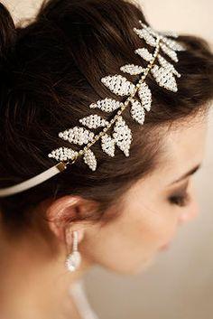 Tiara Dorothy - Tulle noivas www.tullenoivas.com #bridal #bride #tiara #pérolas #pearls #casamento #wedding #hair #headband #noiva