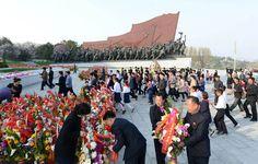 위대한 수령 김일성동지와 위대한 령도자 김정일동지의 동상에 뜻깊은 태양절에 즈음하여 인민군장병들과 각계층 근로자들, 청소년학생들 꽃바구니 진정