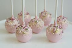 – Cakes and cake recipes Wedding Cake Pops, Wedding Cakes, Purple Velvet Cakes, Red Velvet, Party Treats, Savoury Cake, Baby Shower Cakes, Dessert Table, Sweet 16