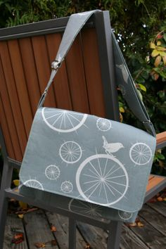 bike bird messenger bag COMPLETE FREE tutorial!  just add side cell pocket, back flap and card organizers across the front