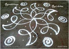 Rangoli 5 to 3 interlaced dots.: Rev's easy chikku by revathiilango Rangoli Borders, Rangoli Border Designs, Small Rangoli Design, Rangoli Patterns, Rangoli Designs Images, Kolam Rangoli, Flower Rangoli, Beautiful Rangoli Designs, Padi Kolam