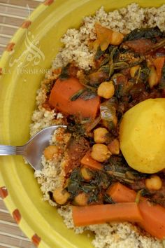 Couscous végétarien à la gafsienne | La TunisienneLa Tunisienne Turkish Recipes, Ethnic Recipes, Tunisian Food, Algerian Recipes, Gluten Free Flour Mix, Vegan Scones, Vegan Blueberry, International Recipes, Entrees