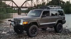 2006 Jeep Commander Limited Toyo Open Country M/T 285/75R17 (193)