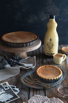 We use Tant' Sannie se Melktert Milk Tart liqueur to whip up this foolproof milk tart recipe that will be a firm favourite. Tart Recipes, Baking Recipes, Just Desserts, Delicious Desserts, Peppermint Crisp Tart, South African Desserts, Melktert, Malva Pudding, Tart Filling