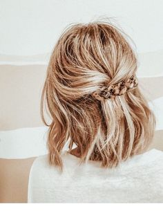Cute hair pin and hair color