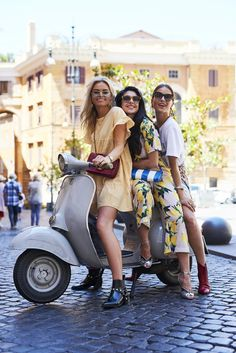 Claire Rose Cliteur, Anna Nooshin and Lizzy van der Ligt in Rome Vespa Girl, Scooter Girl, Rose Vans, Vespa Lambretta, Vespa Scooters, Autumn Fashion 2018, The Most Beautiful Girl, Summer Wardrobe, Looking For Women