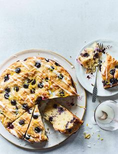 Have your cake and eat it with our healthier lemon-blueberry muffin cake recipe. Bursting with fruity flavour, you wouldn't believe this delicious cake has less than a tablespoon of sugar per serving. Perfect for some weekend baking or afternoon tea. Blueberry Yogurt Cake, Lemon Blueberry Muffins, Blueberry Recipes, Blue Berry Muffins, Orange Recipes, Lemon Recipes, Summer Recipes, Sweet Recipes, Healthy Cake