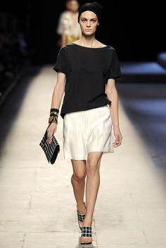 Dries Van Noten Spring 2009 Ready-to-Wear Fashion Show - Marina Peres