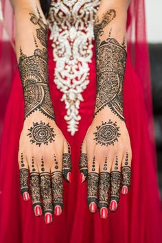 Bridal mehndi designs for hands are very beautiful. A dulhan mehndi design is carefully planned before putting it on bride's hand. I have seen many mehndi artists who work on multiple bridal mehndi designs for hands. Henna Tattoos, Henna Mehndi, Mehendi, Henna Tattoo Designs, Hand Henna, Pakistani Mehndi Designs, Arabic Mehndi Designs, Bridal Mehndi Designs, Mehndi Designs For Hands