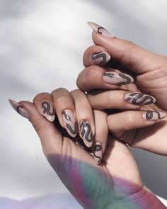 Try some of these designs and give your nails a quick makeover, gallery of unique nail art designs for any season. The best images and creative ideas for your nails. Hair And Nails, My Nails, Pin Up Nails, Grow Nails, Glitter Nails, Amazing Halloween Makeup, Nagel Hacks, Manicure E Pedicure, Nagel Gel