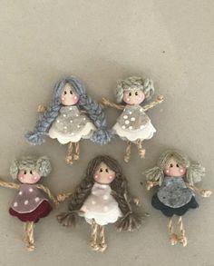 me ~ Bottoncine Christmas Projects, Christmas Crafts, Christmas Ornaments, Christmas 2017, Christmas Tree, Engel Und Bengel, Felt Bookmark, Clothespin Dolls, Tiny Dolls