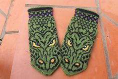 Ravelry: SMAUG mittens pattern by JennyPenny Mittens Pattern, Knit Mittens, Mitten Gloves, Gauntlet Gloves, Winter Warmers, Knitting Accessories, Double Knitting, Drake, Ravelry