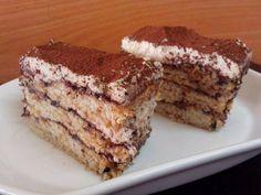 עוגת שכבות של בצק דבש מיוחד עם סירופ קקאו וקצפת - עוגה מתוקה ומפתיעה שכל ביס ממנה הוא אושר צרוף! עוגה מיוחד לראש השנה ולא רק.