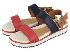 Mundaka / Sandalias planas de estilo marinero en rojo, azul y blanco. Corte en piel y forro y suela en sintético. Las sandalias marineras más cómodas del verano.