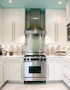 Oops - I forgot we were pinning kitchens's for mom - I just love this one too much! lol  small kitchen inspiration  ⊳ modern kitchen via decorpad